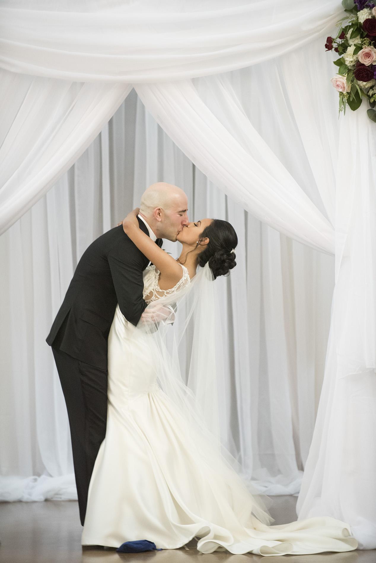 Houston-venue-Olde-Dobbin-Station-Romantic-Classic-Wedding-Photographer-064.jpg