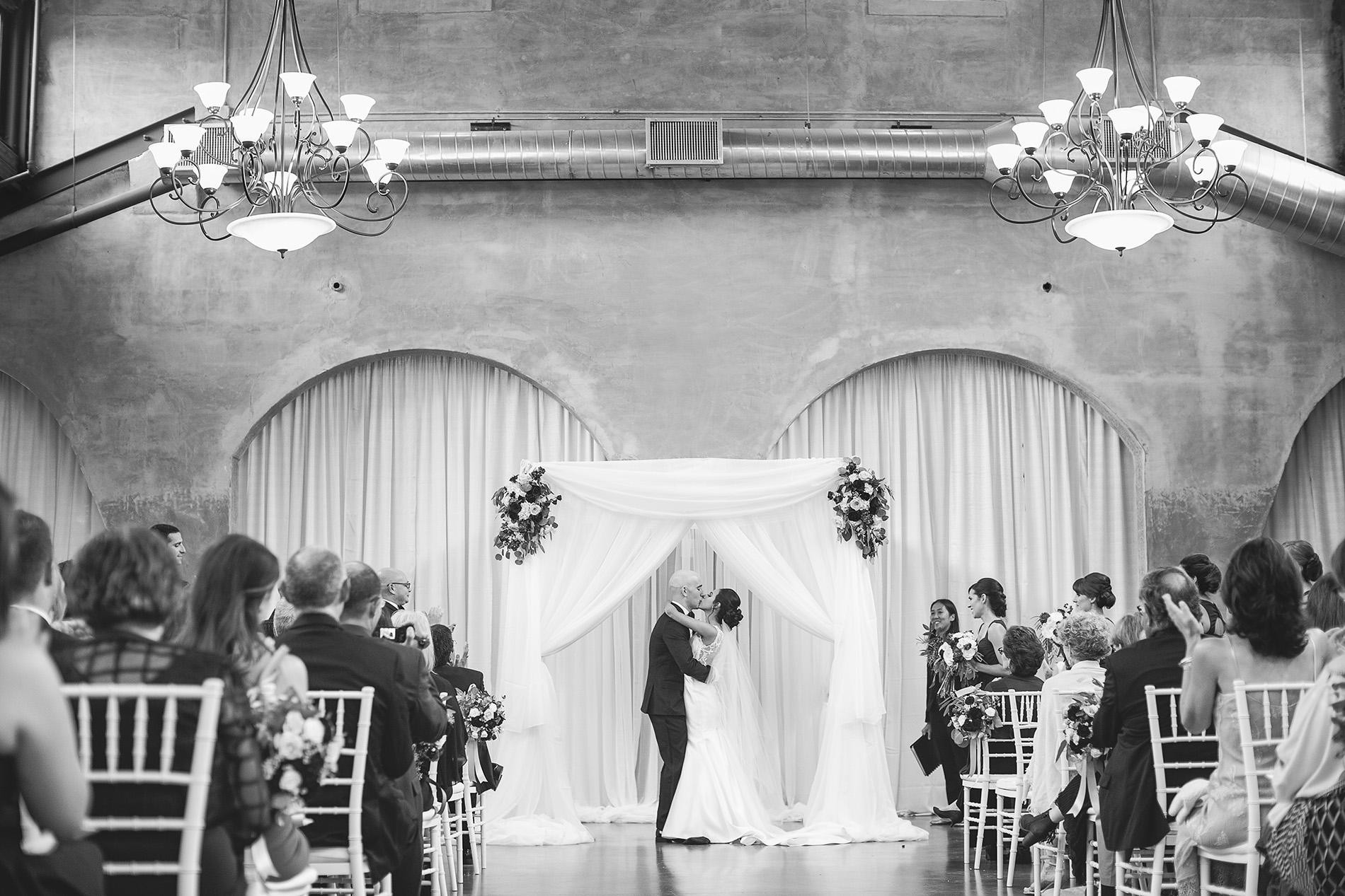 Houston-venue-Olde-Dobbin-Station-Romantic-Classic-Wedding-Photographer-065.jpg