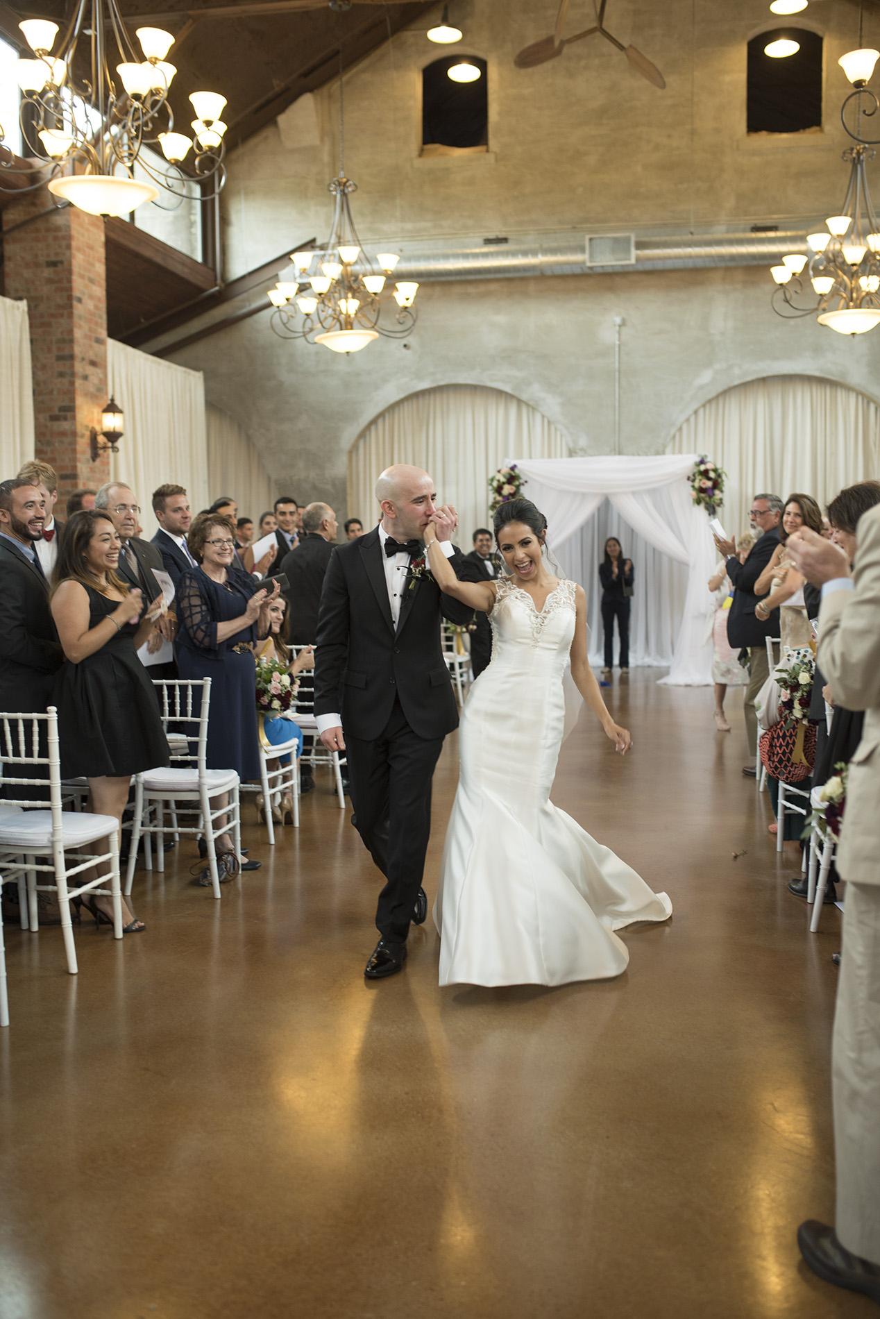 Houston-venue-Olde-Dobbin-Station-Romantic-Classic-Wedding-Photographer-066.jpg