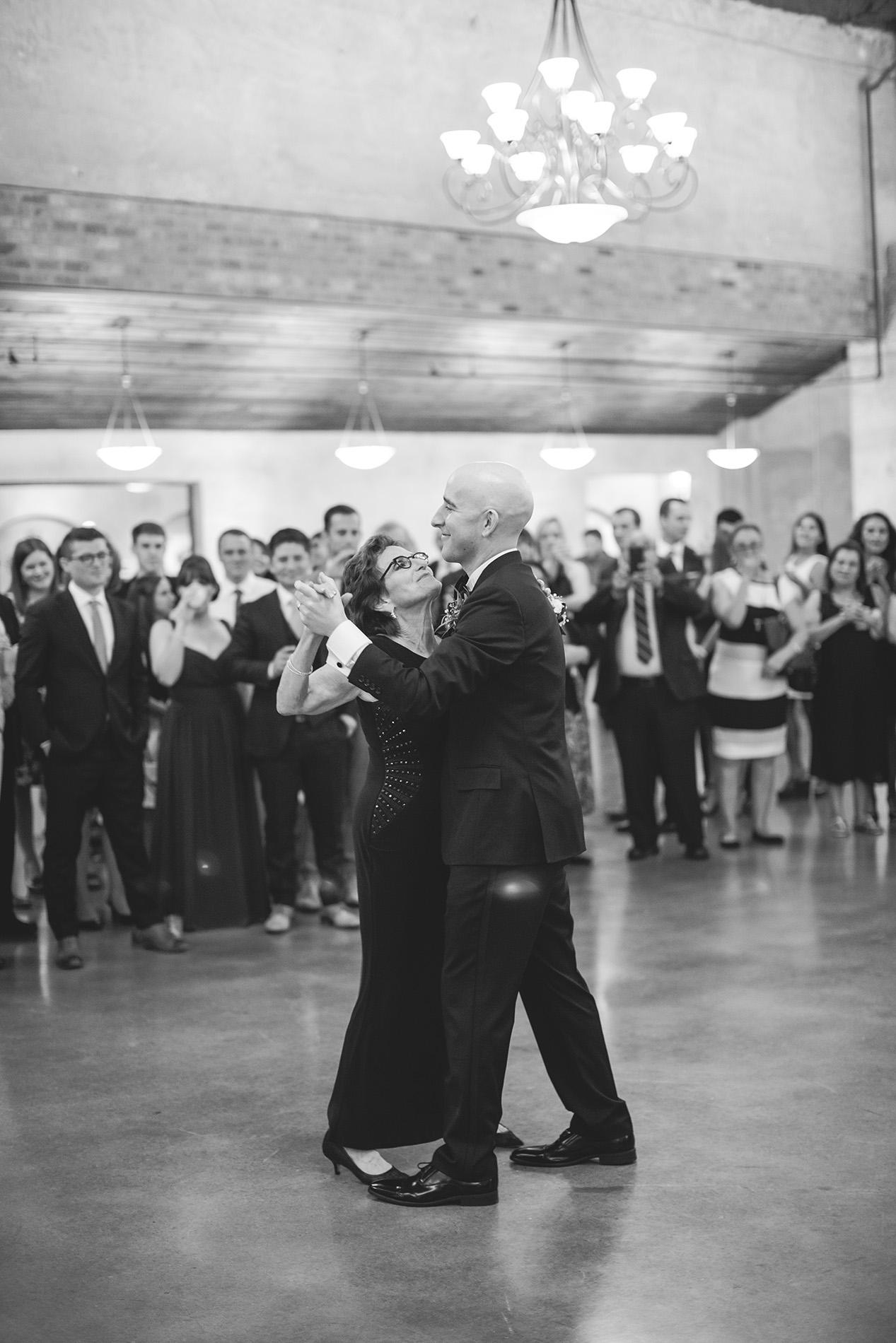 Houston-venue-Olde-Dobbin-Station-Romantic-Classic-Wedding-Photographer-098.jpg