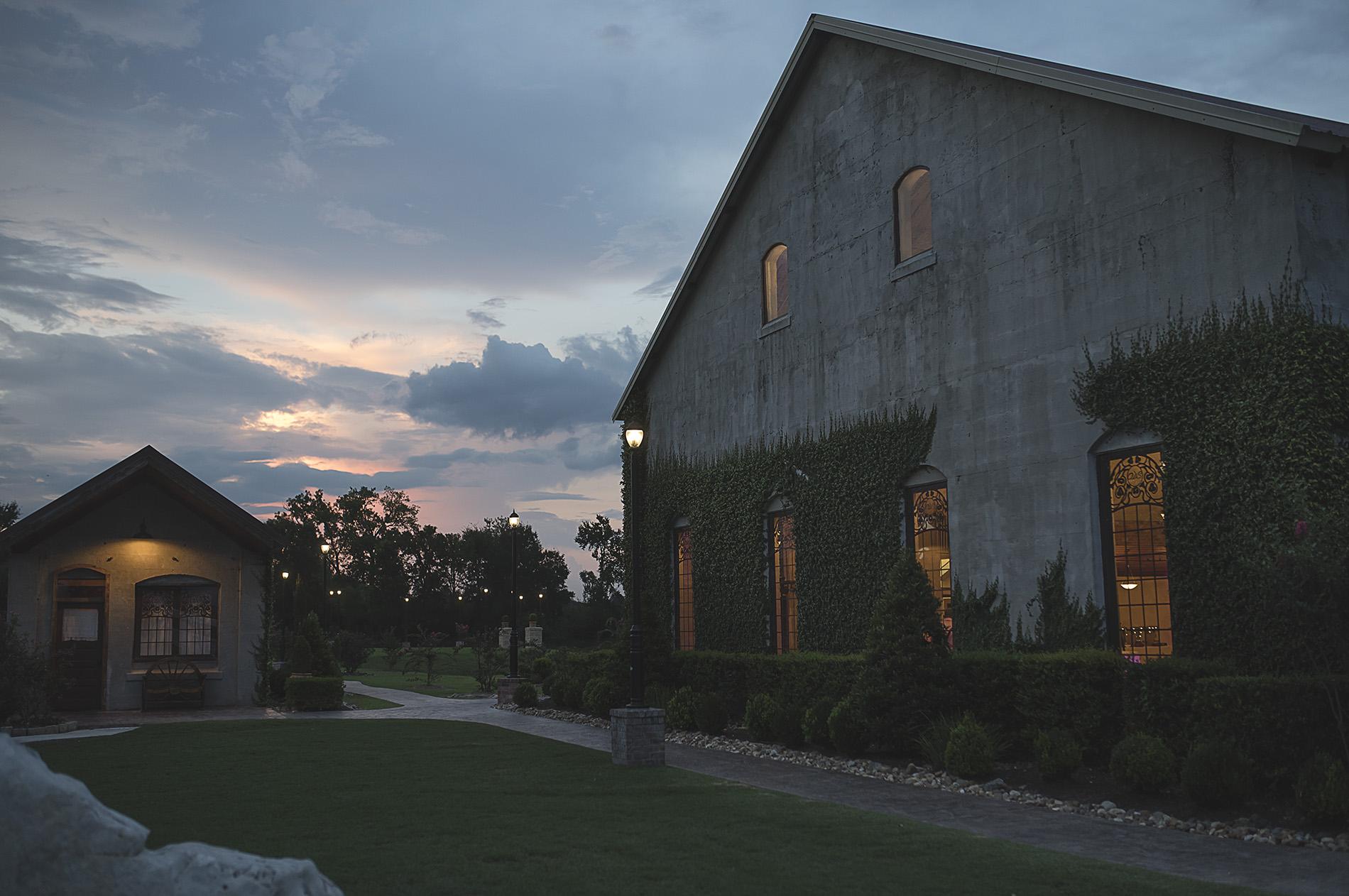 Houston-venue-Olde-Dobbin-Station-Romantic-Classic-Wedding-Photographer-100.jpg