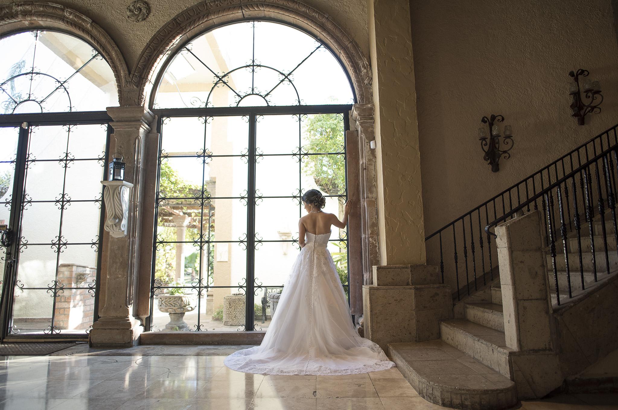 Las-Velas-Houston-Wedding-Venue-Bridal-photo-session