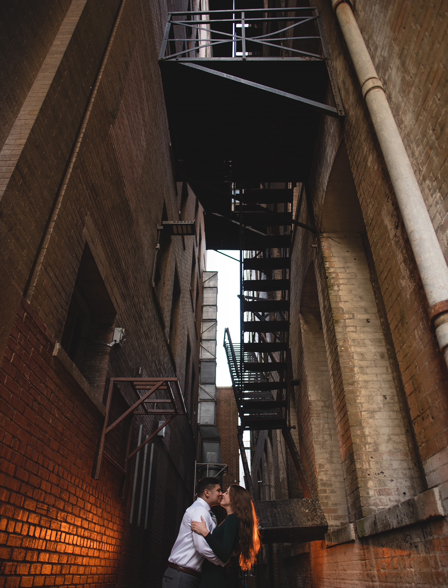 Houston-lifestyle-downtown-main-street-urban-classy-engagement-photographer