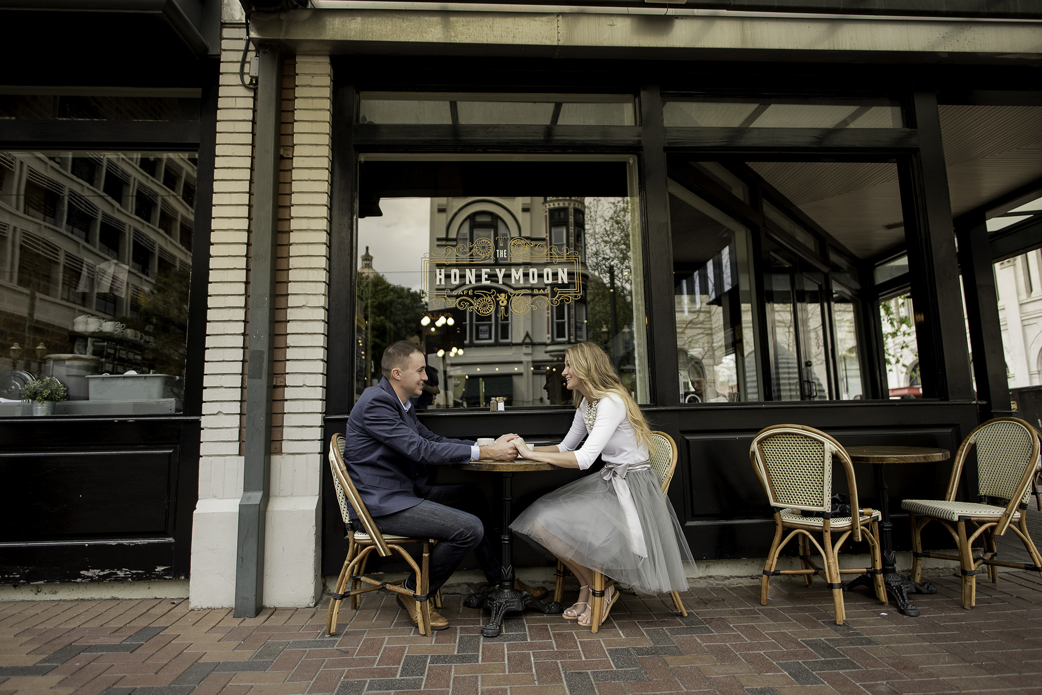 Houston-main-street-Honeymoon-cafe-lifestyle-engagement-session-004.jpg