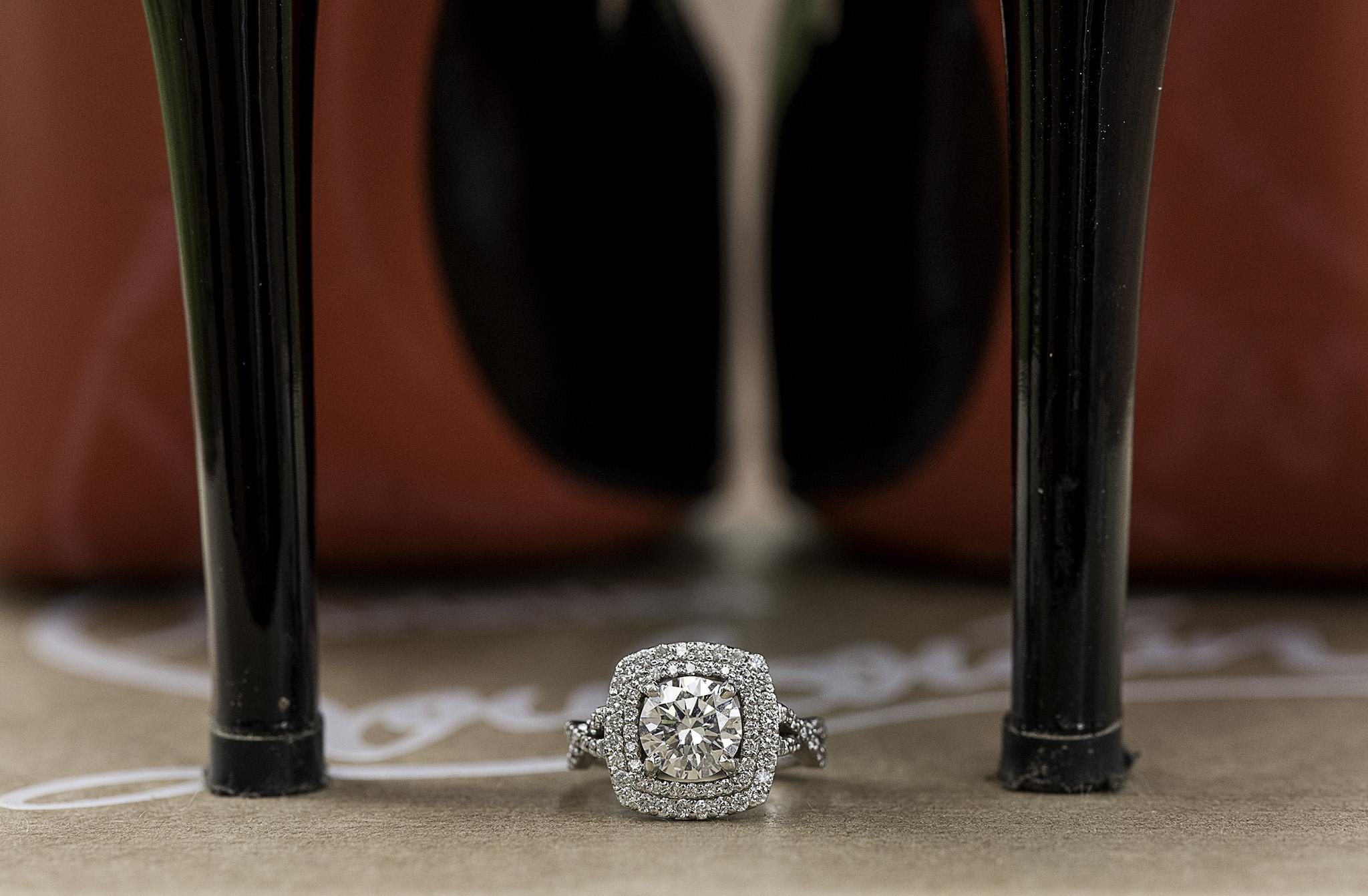 Houston-boulevard-oaks-classy-couple-lifestyle-engagement-photo