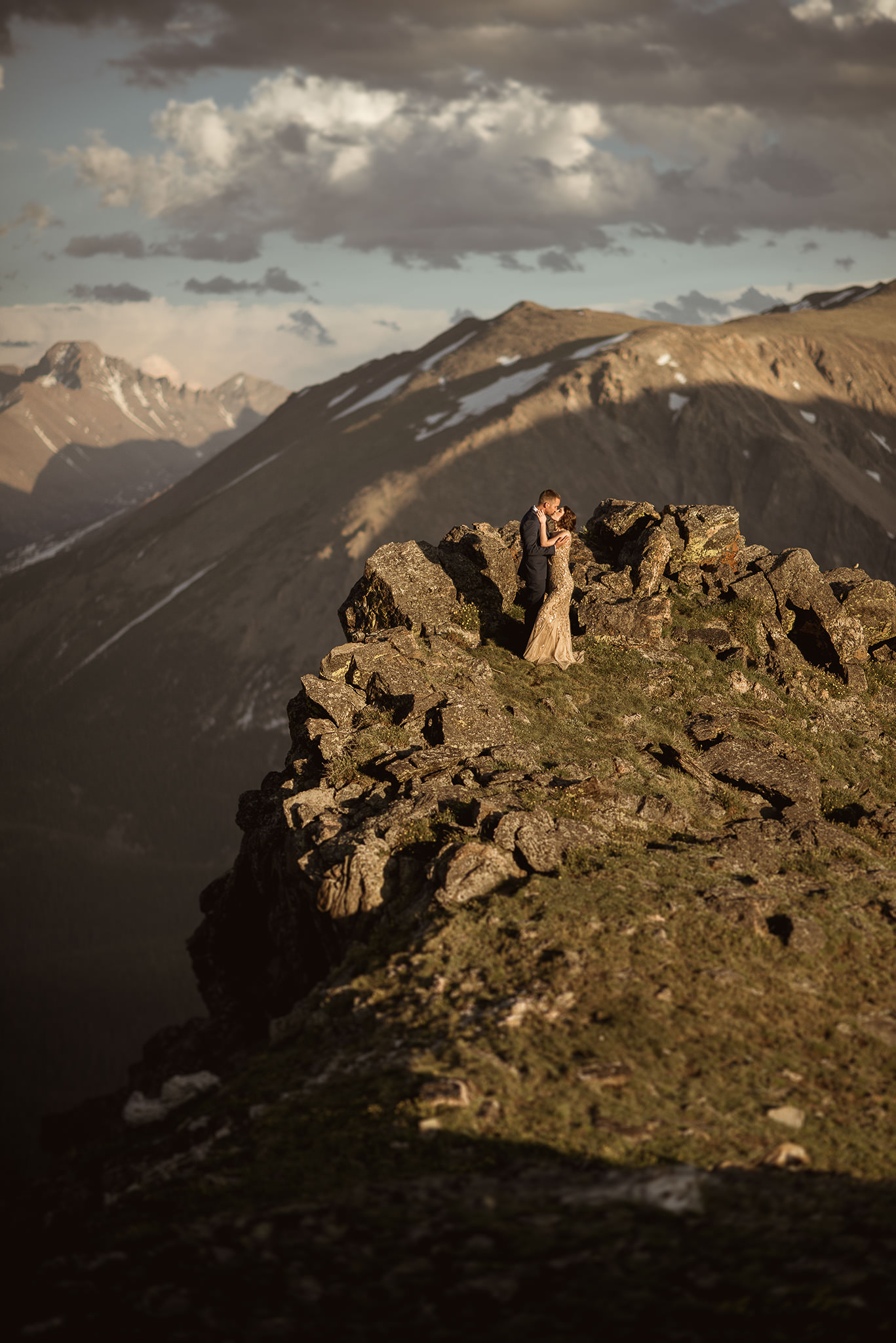 Rocky-mountain-national-park-vintage-adventure-engagement-session