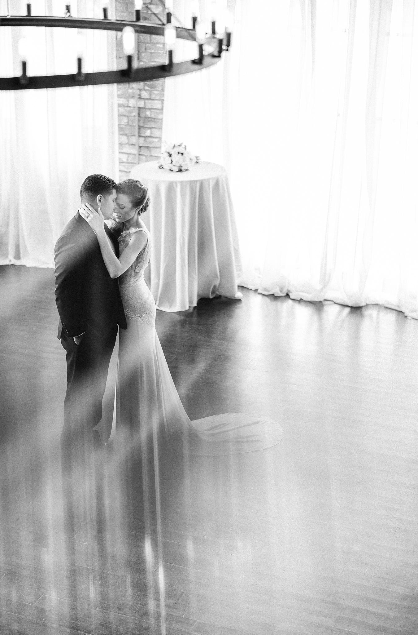Houston-heights-station-3-three-intimate-summer-wedding-venue-photographer