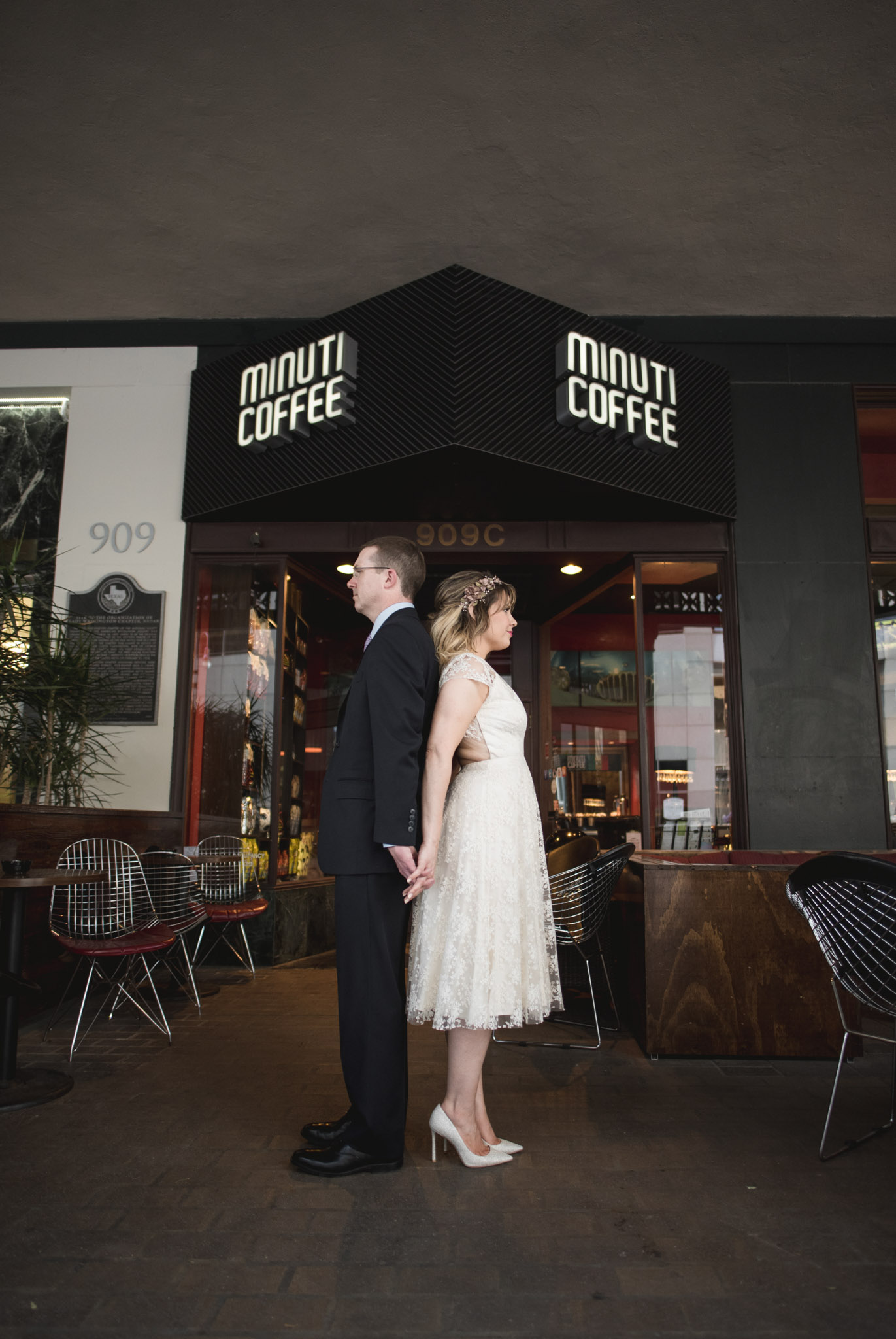 Houston-main-street-minuti-coffee-couple-session