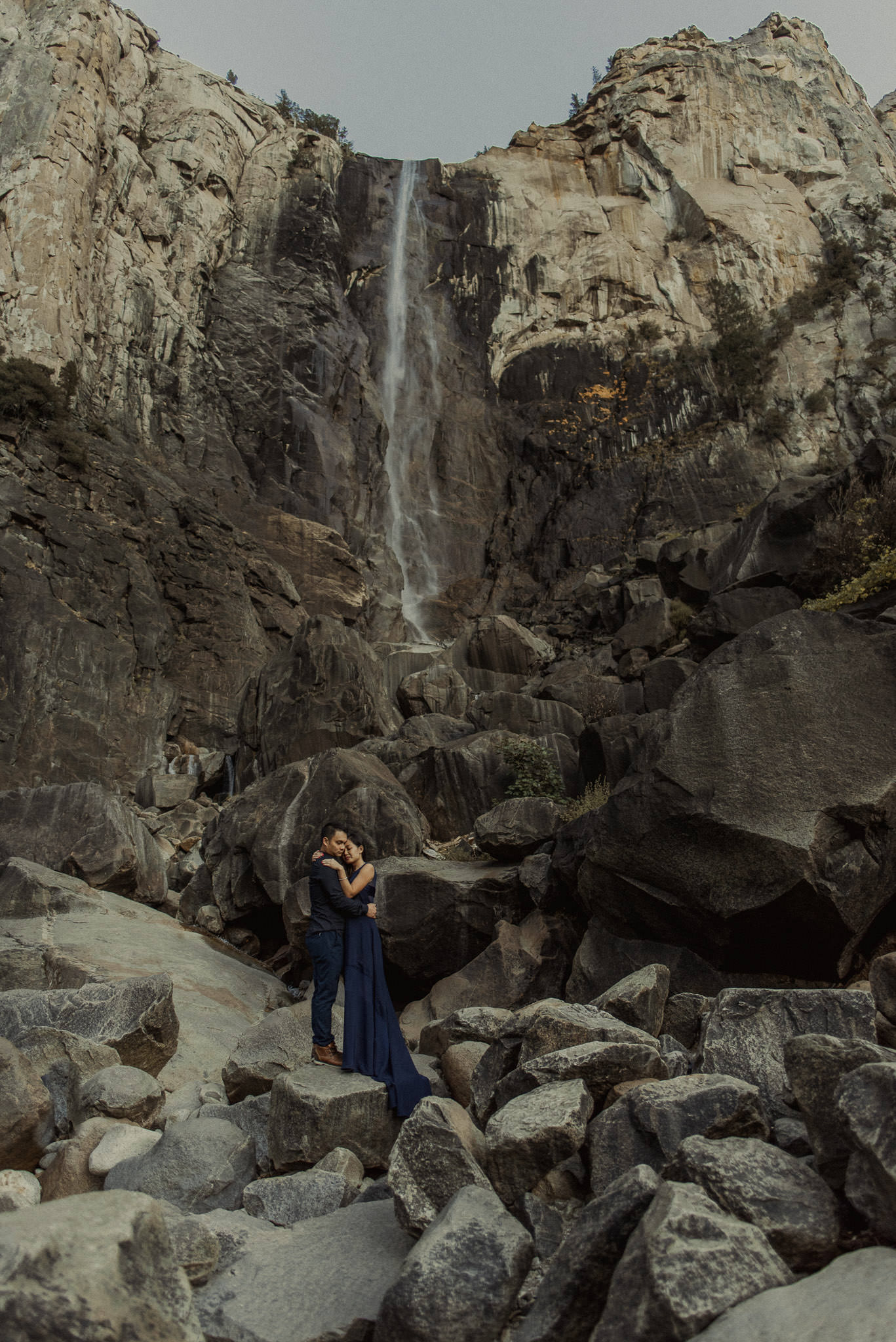 adventure-engagement-destination-photographer-yosemite-park-california-vietnamese