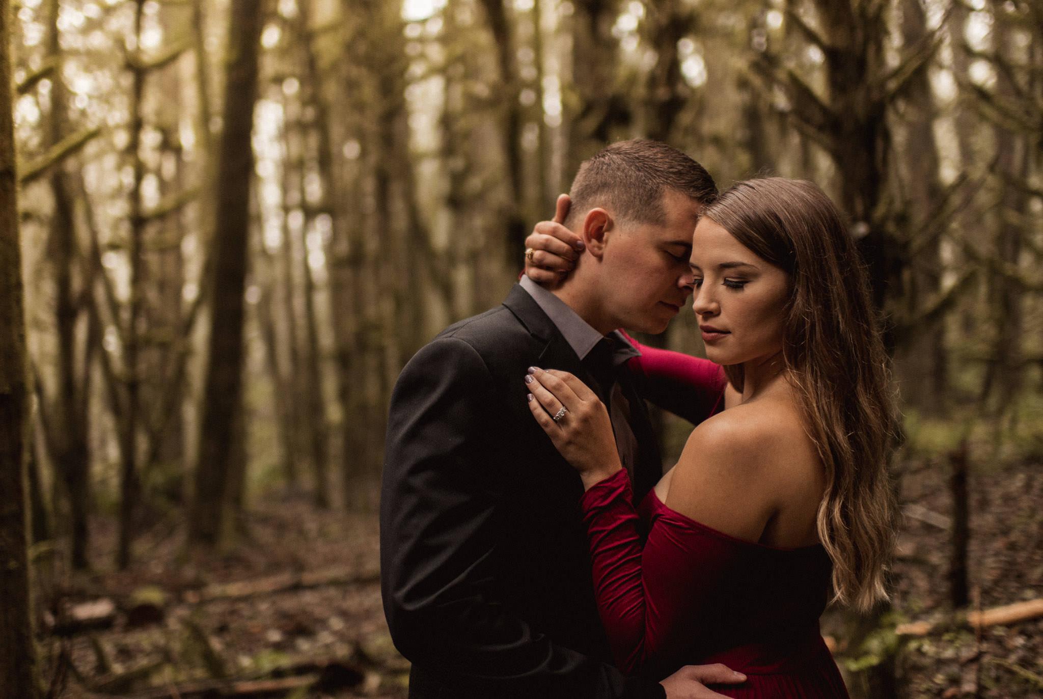 oregon-woodsy-enchated-whimiscal-rainy-ecola-state-park-engagement-session-photographer