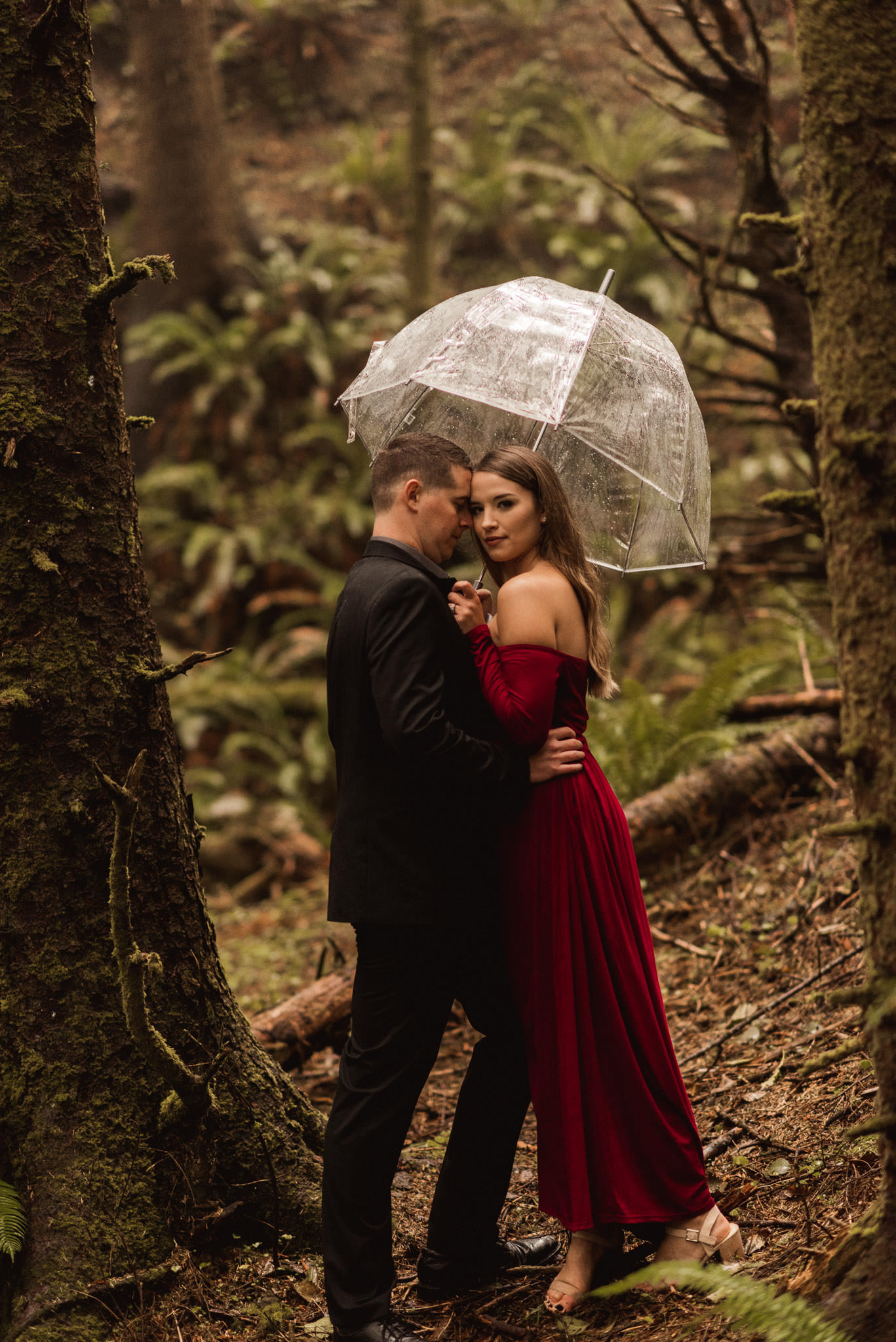 oregon-woodsy-enchated-whimiscal-rainy-ecola-state-park-engagement-session-photographer