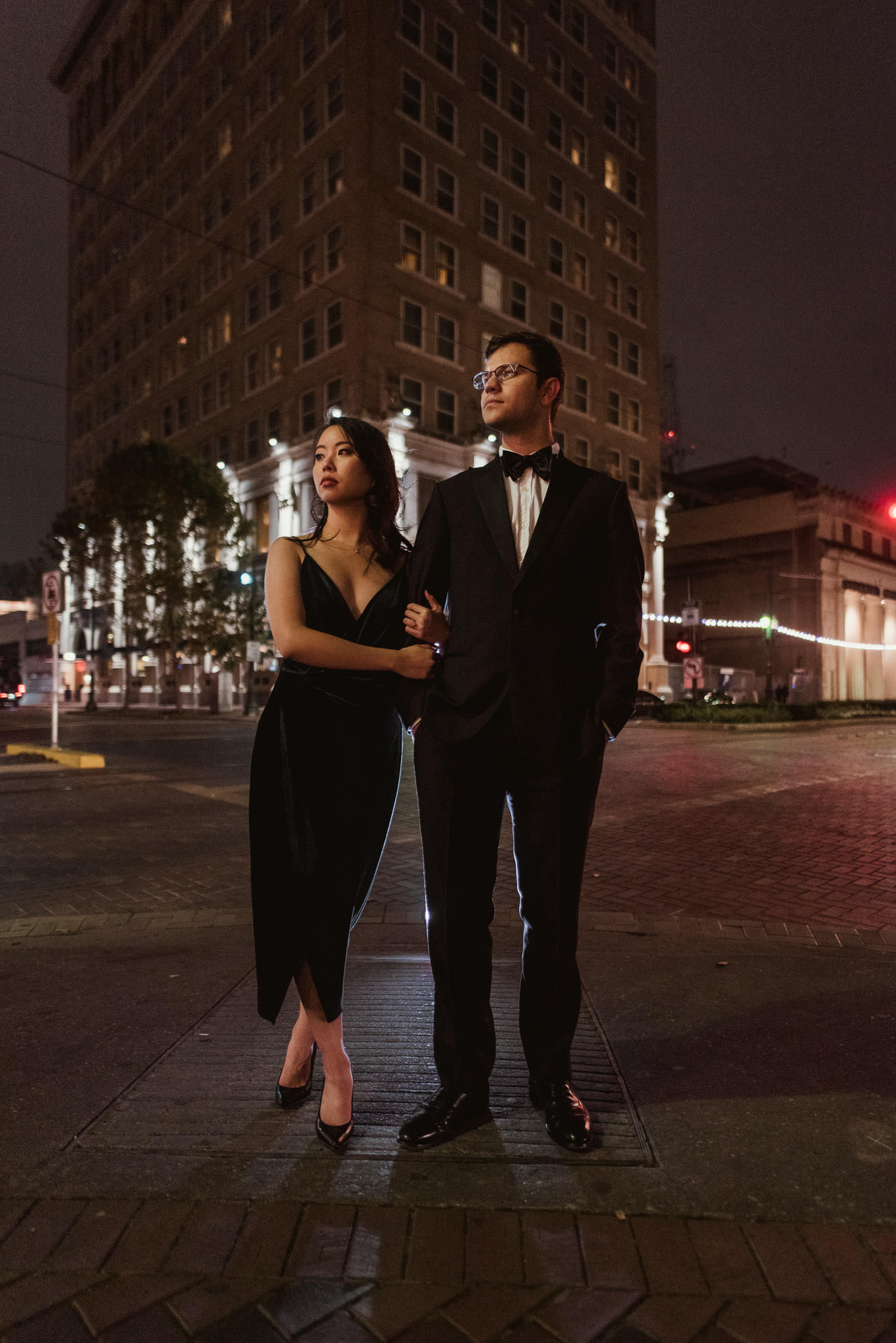 houston-downtown-mainstreet-urban-moody-engagement-photographer