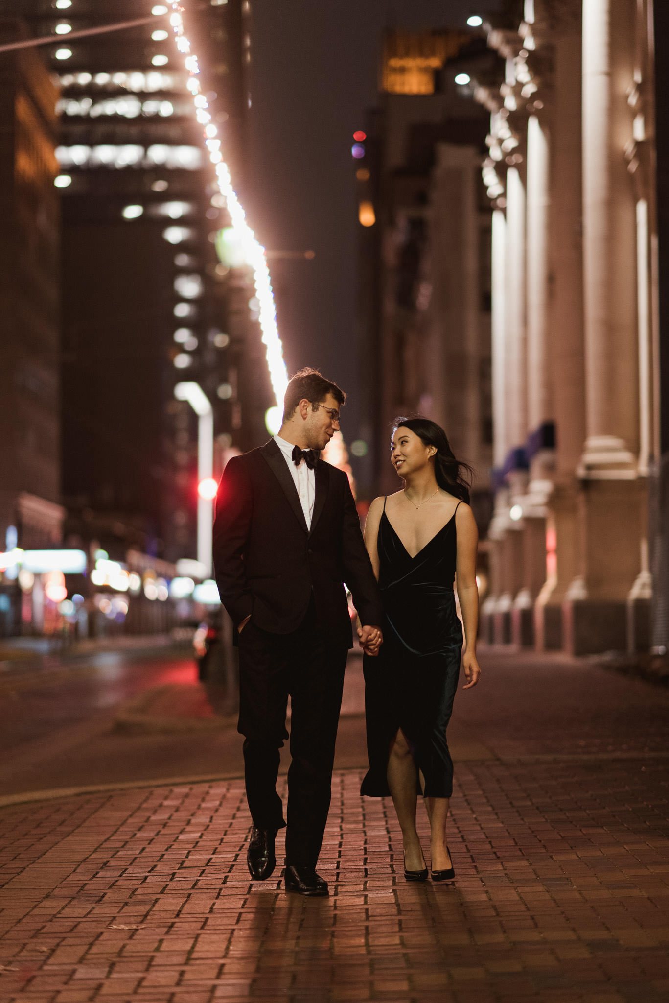 houston-downtown-mainstreet-urban-moody-engagement-photographer