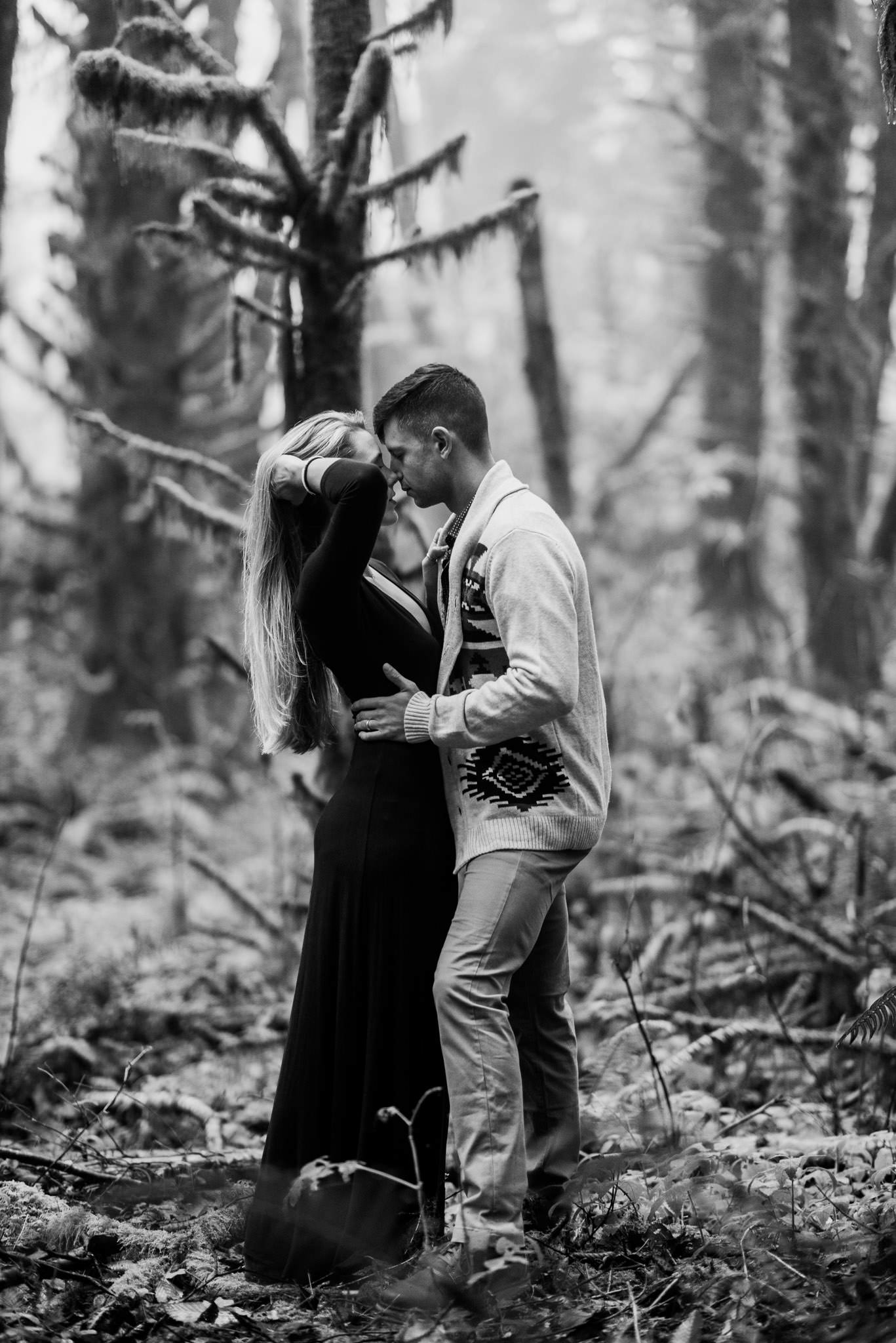 oregon-coast-woods-ecola-park-forest-adventure-engagement