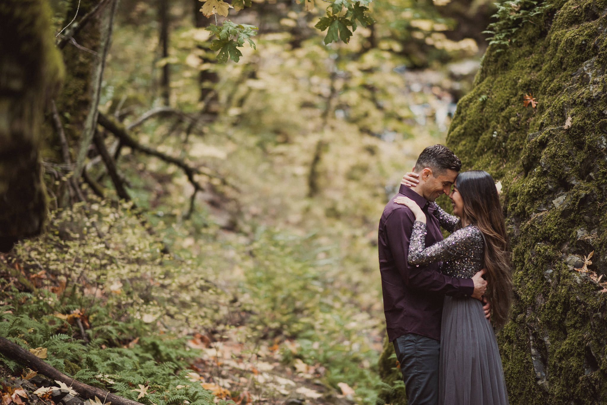 oregon-starvation-creek-park-waterfall-adventure-engagement-photographer