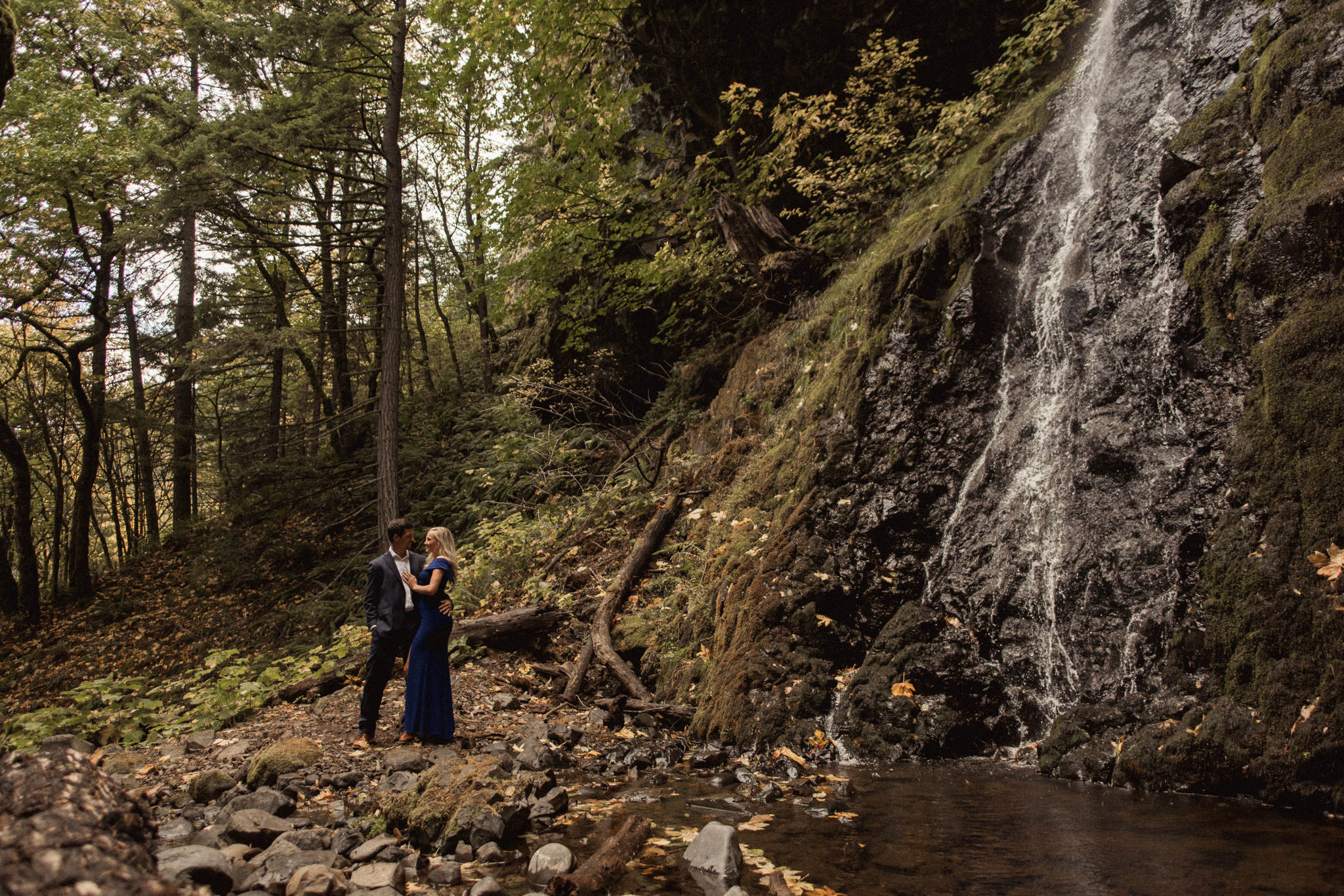 starvation-creek-falls-waterfall-oregon-adventure-engagement-photographer