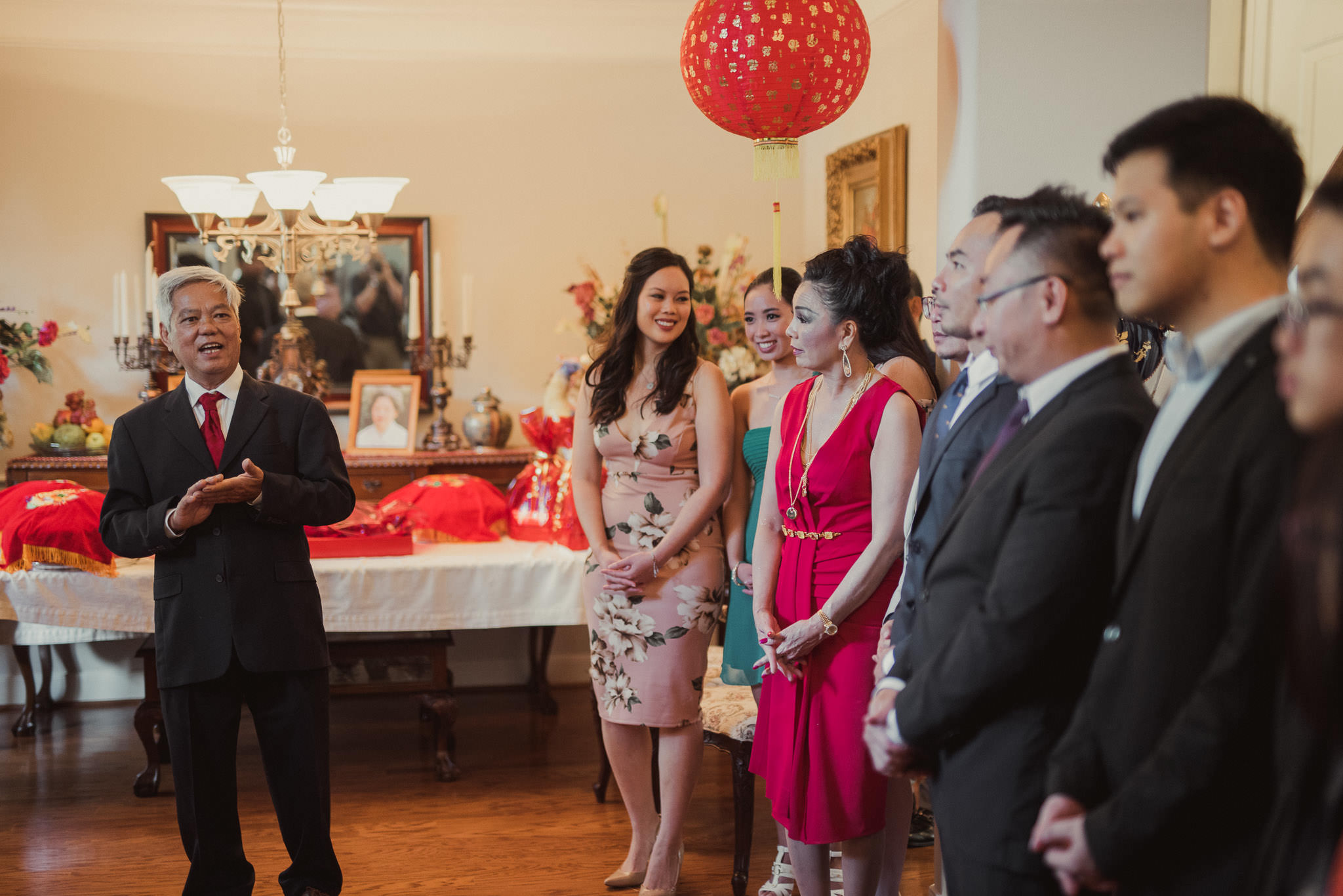 kim-michael-houston-vietnamese-tea-ceremony-engagement-downtown-boulevard-oaks-photographer-25.jpg