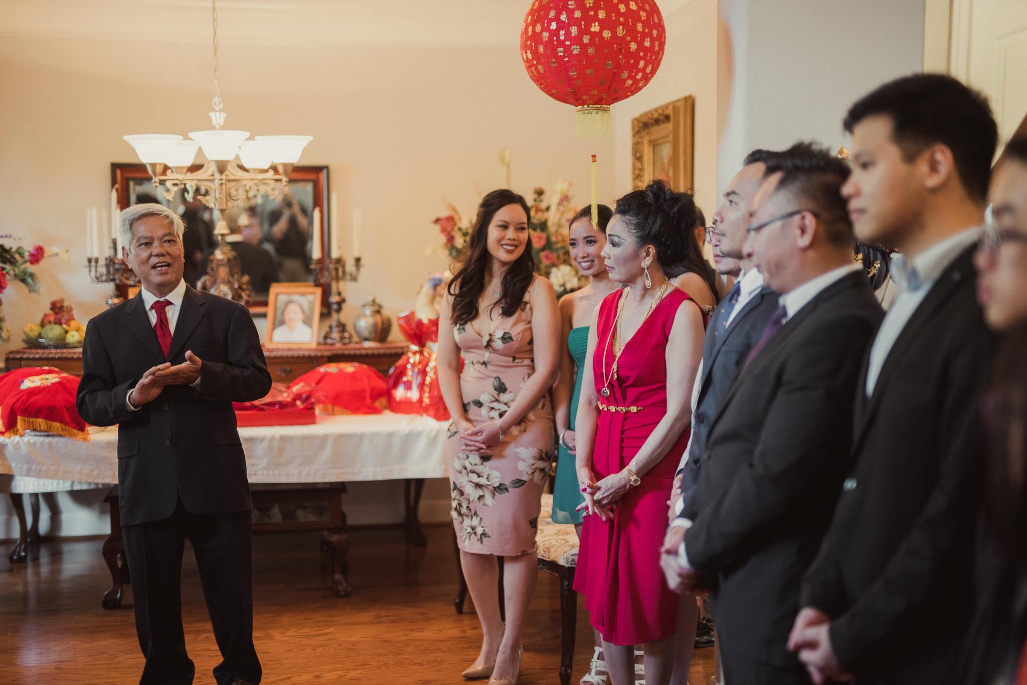 kim-michael-houston-vietnamese-tea-ceremony-engagement-downtown-boulevard-oaks-photographer-25.jpg