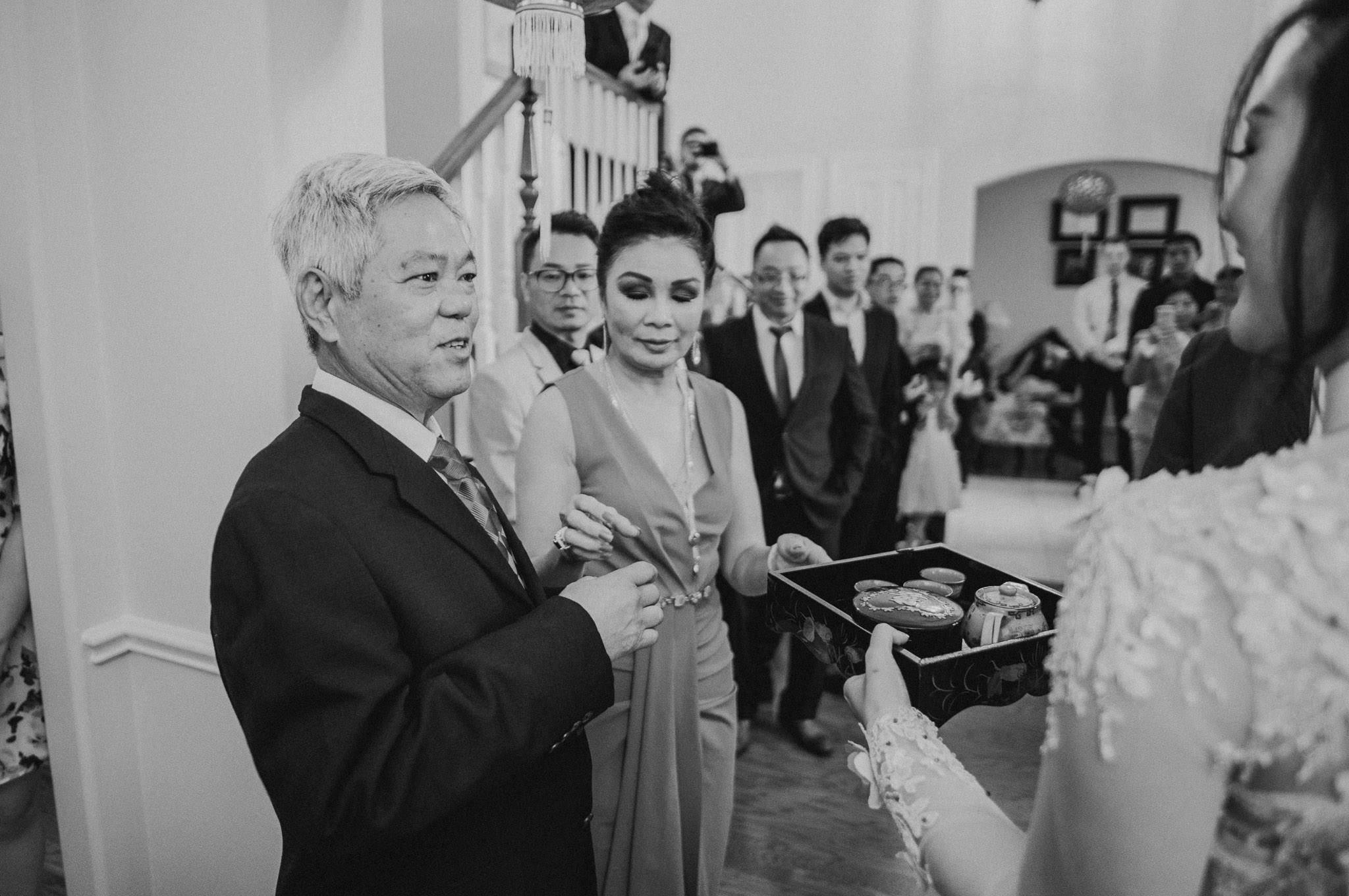 kim-michael-houston-vietnamese-tea-ceremony-engagement-downtown-boulevard-oaks-photographer-31.jpg