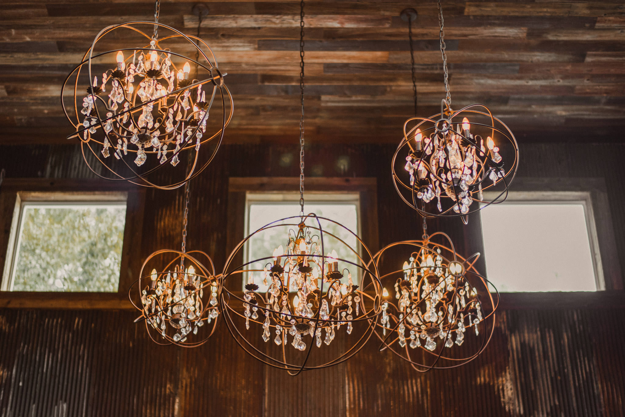 magnolia-bells-rustic-woodsy-houston-resort-wedding-photographer-cabin-decor