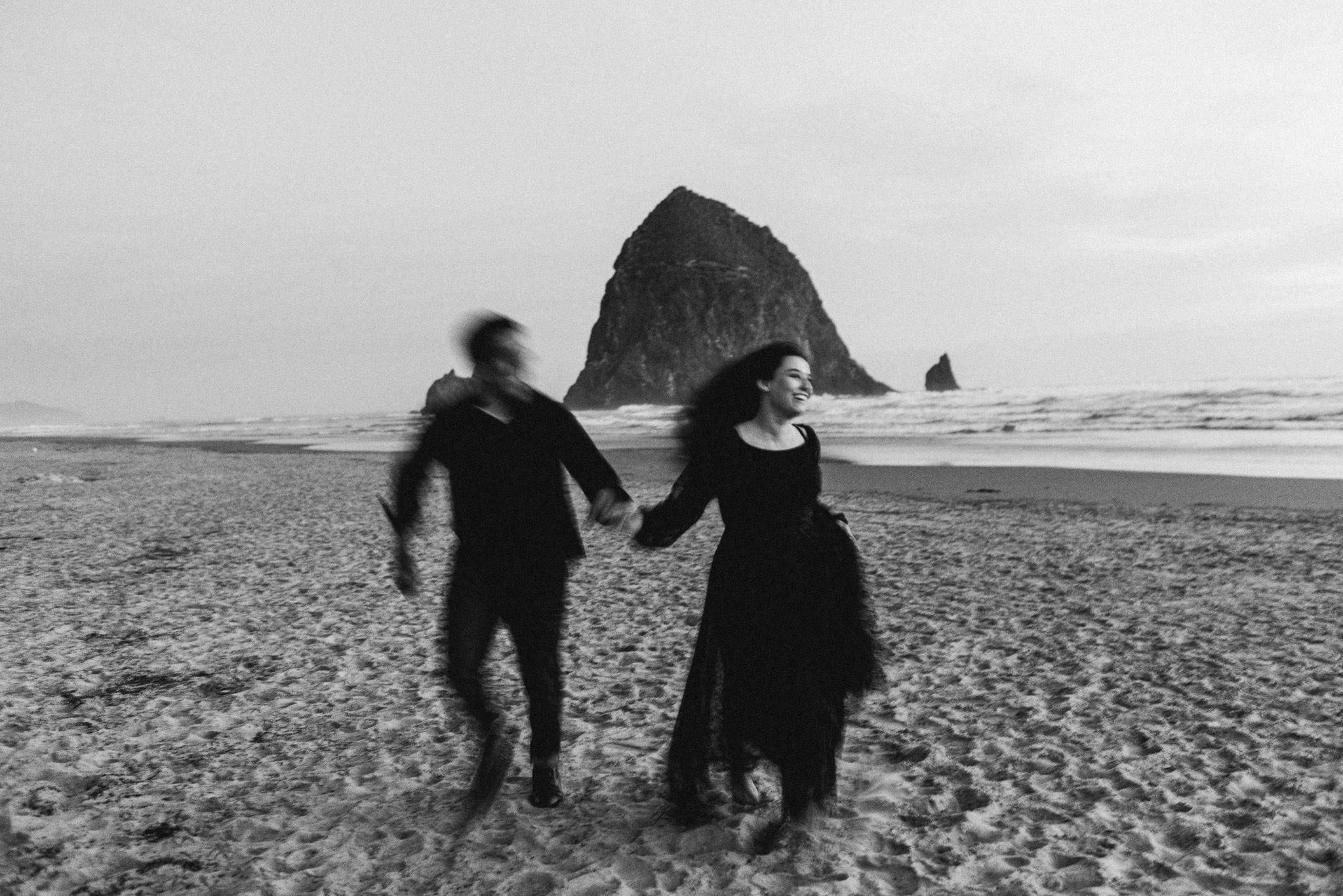 oregon-cannon-beach-ecola-park-adventure-destination-houston-engagement-photographer-sm-9.jpg