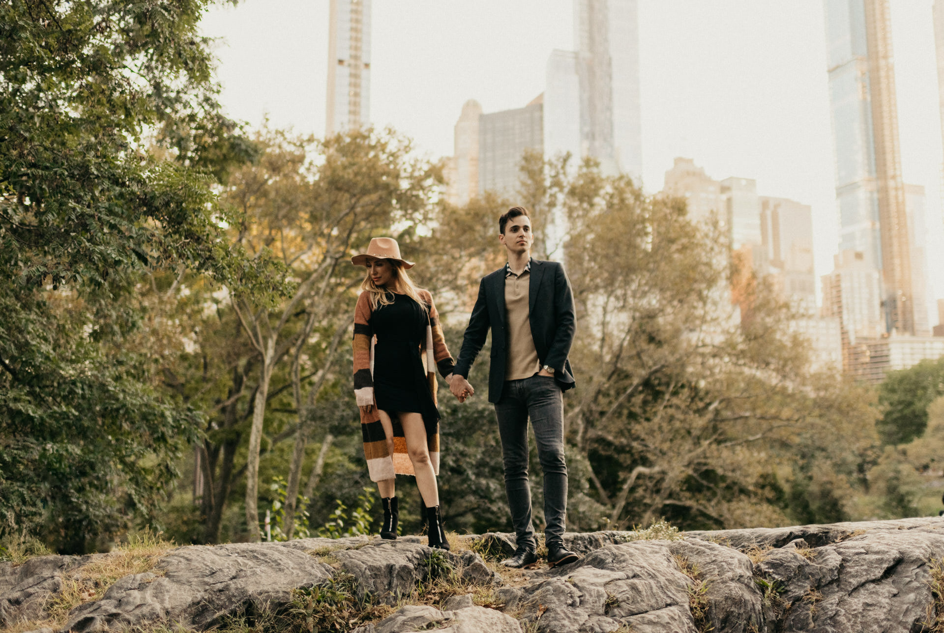 fall-october-new-york-central-park-couples-engagement-session-photographer-houston-manhattan-skyline