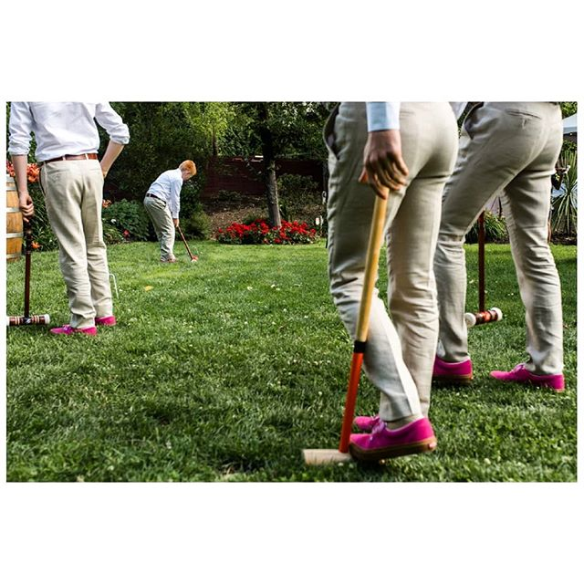 Wedding day lawn games. . . . . . . . . #vancouverweddingphotographer #bcweddingphotographer #documentaryweddingphotographer #momentsovermountains #thisisreportage #heyheyhellomay #huffpostido #junebugweddings #photobugcommunity #documentaryphotography #documentaryweddingphotography