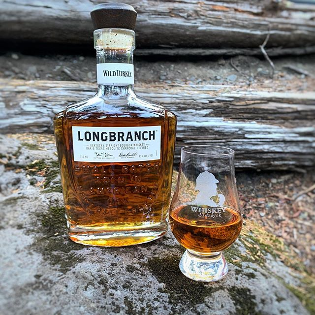 Alright, Alright, Alright... - Time to fire up the BBQ, pour yourself a nice big glass of Wild Turkey Longbranch Bourbon & throw on The Wedding Planner🤣. - 👀: Gold w/ fast n' fat thunder-thighs. 👃: Vanilla, 🍎, caramel. 👄: smooth, charred oak & spices. - 🏁: Medium and light with a touch of 💨. Link to full review in bio 👆🏻. - 🤔 Have you tried Longbranch? If so what are your thoughts on this collab between McConaughey & Russell?
