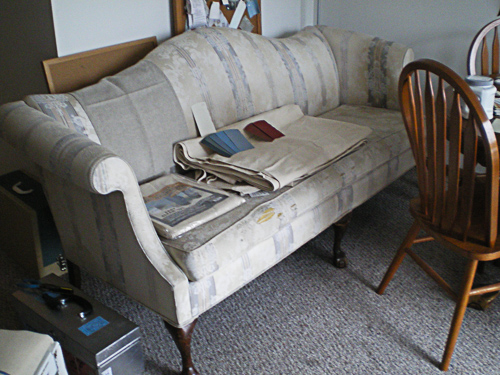 BEFORE - Simple 80's couch