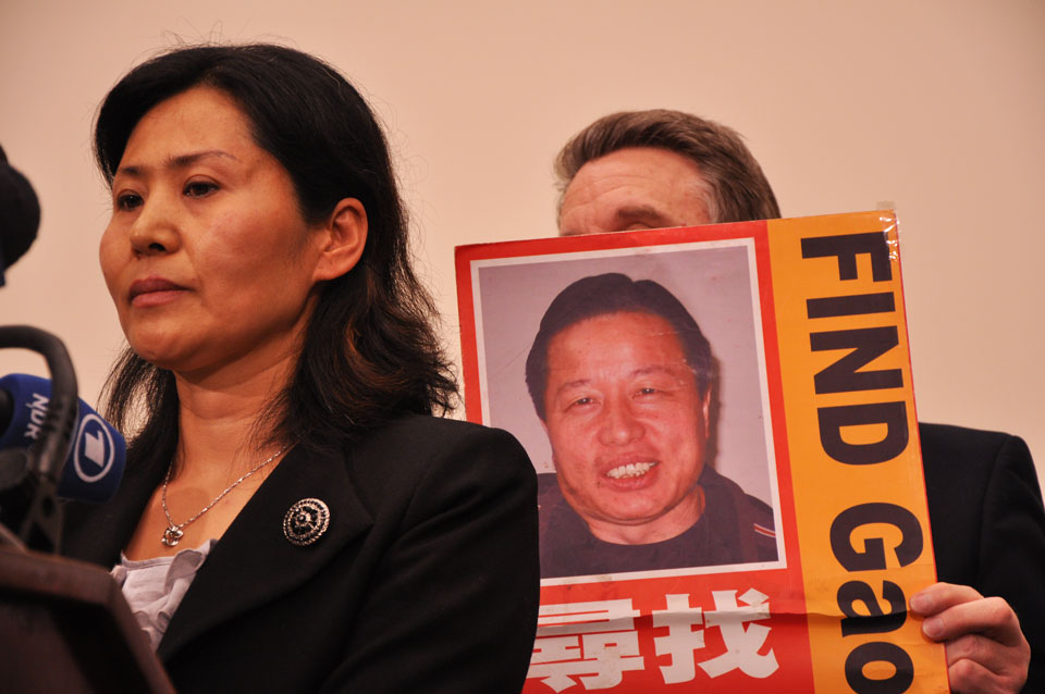 Geng He, wife of imprisoned Chinese dissident Gao Zhisheng, speaks at a press conference Tuesday. (Nina Lincoff/Medill News Service)