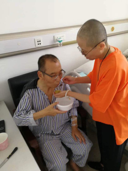 Liu Xiaobo and his wife Liu Xia at a hospital in China; source: Associated Press