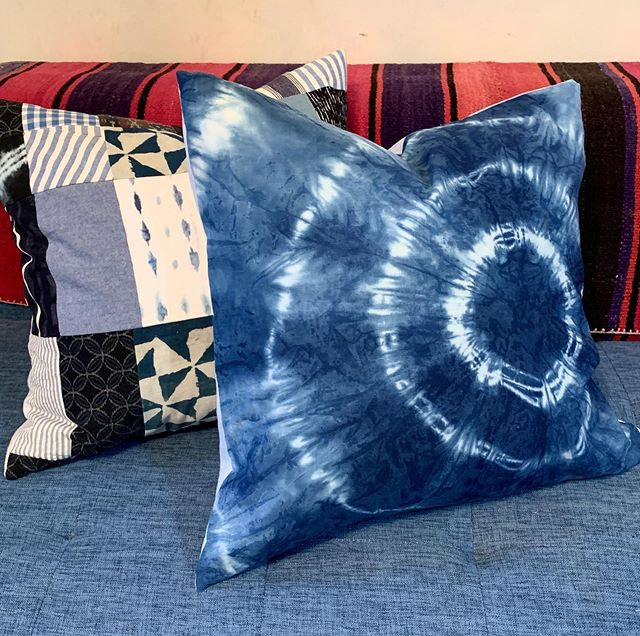 This spiderweb shibori pillow came out great! The face is made of linen- which takes indigo beautifully. 💙 I'm updating my Etsy and the link is in the bio. Custom orders always welcome. . . . #shibori #shiboridye #shiboripillow #interiordesign #textiledesign #handmade #handdyed #madeinusa #indigo #indigotiedye #etsyseller #etsysellersofinstagram #buylocal