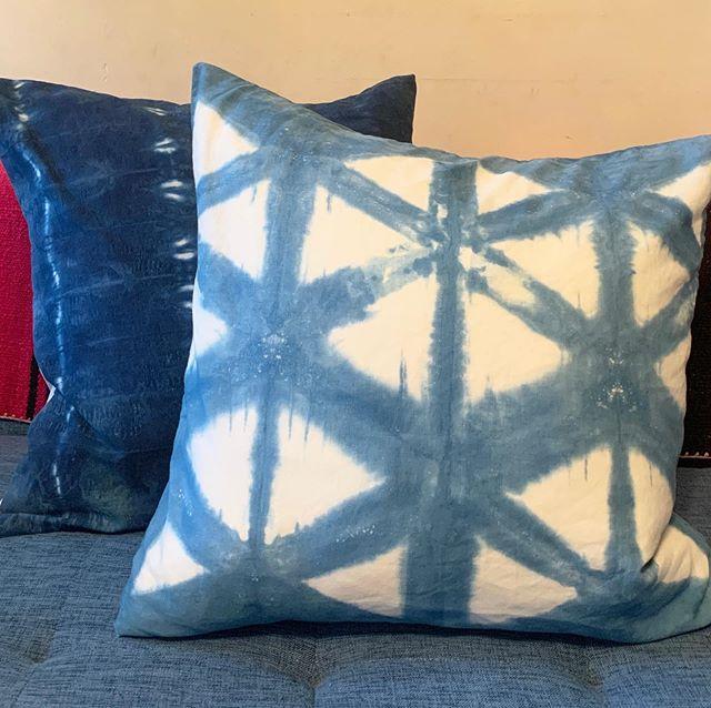 This hexagon shibori pillow is now listed on Etsy. Link in bio. . . . #shibori #itajime #indigotiedye #shiboridye #tiedye #pillow #interiordesign #textiledesign #etsy #etsysellerofinstagram #indigo #indigodye
