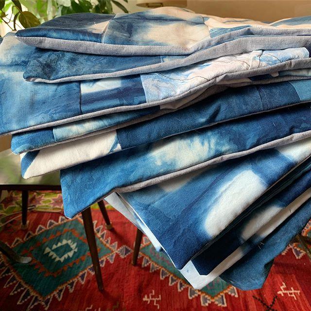 Handmade Shibori quilted pillows. Available on my Etsy Onyxmatter dm for requests . . . #shibori #shiboridye #shiboriartist #quilt #quiltedpillow #indigo #indigotiedye #textiledesign #interiordesign #pillow #madeinusa🇺🇸 #handmade