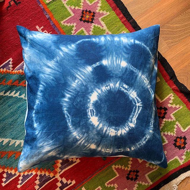 My handmade web shibori pillow. Available on my website- link in bio . . . #shibori #shiboridye #indigo #indigotiedye #pillow #bluepillow #tiedyepillow #shiboripillow #navyshibori #textiledesign #interiordesign #homedecor