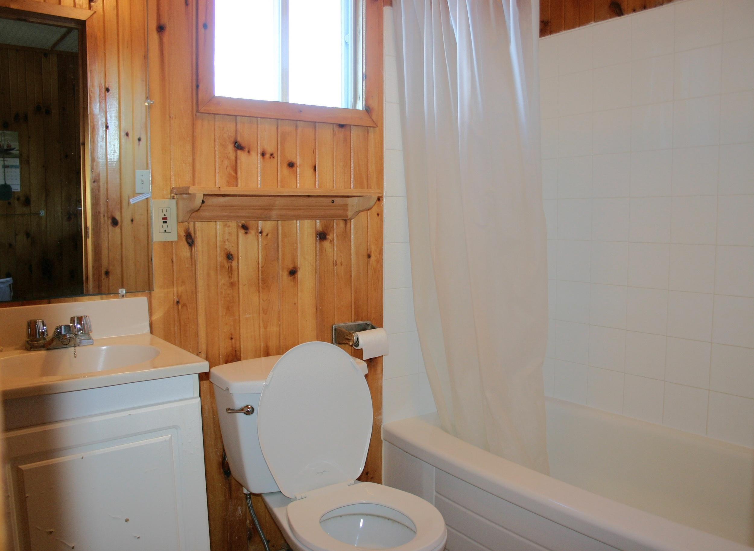 Cottage 3 Bathroom.JPG