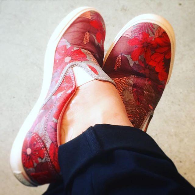 It's like a little canvas on my feet! 👟🙅🏽❤️ #bucketfeet