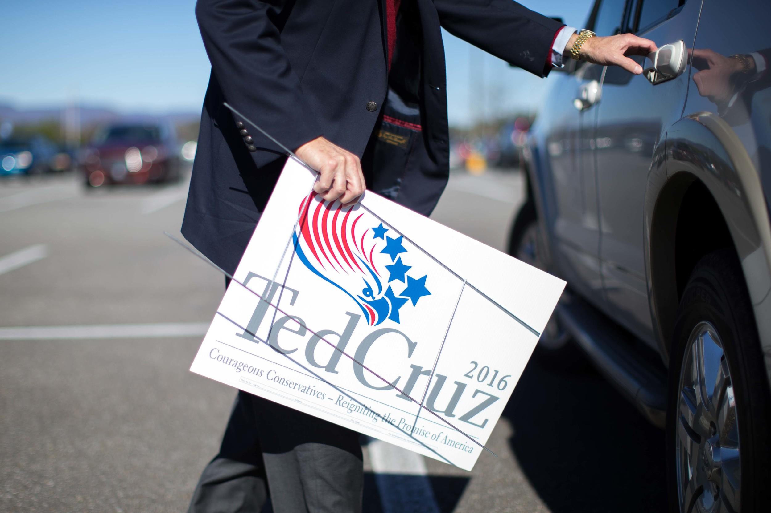 Joe McCutchen carries an election sign promoting Republican presidential candidate Ted Cruz, Saturday, Dec. 5, 2015, in Ellijay, Ga. BRANDEN CAMP FOR THE BOSTON GLOBE