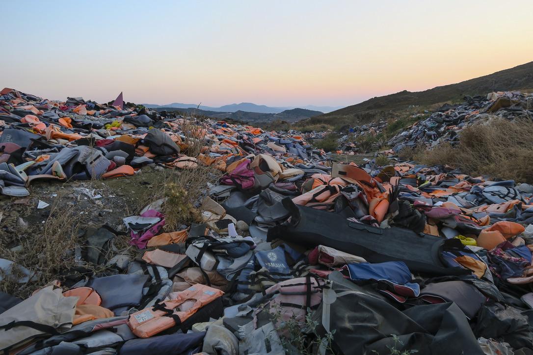 "Området med livvester strødd utover kaller de for ""life jacket graveyard"" Foto: Privat"