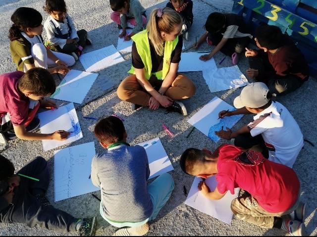 Med flyktningbarn på Lesvos. Foto: Privat