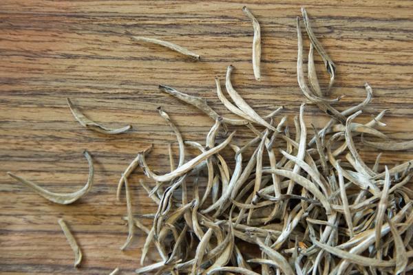Ceylon_Silver_Needles-white-tea_grande.jpg