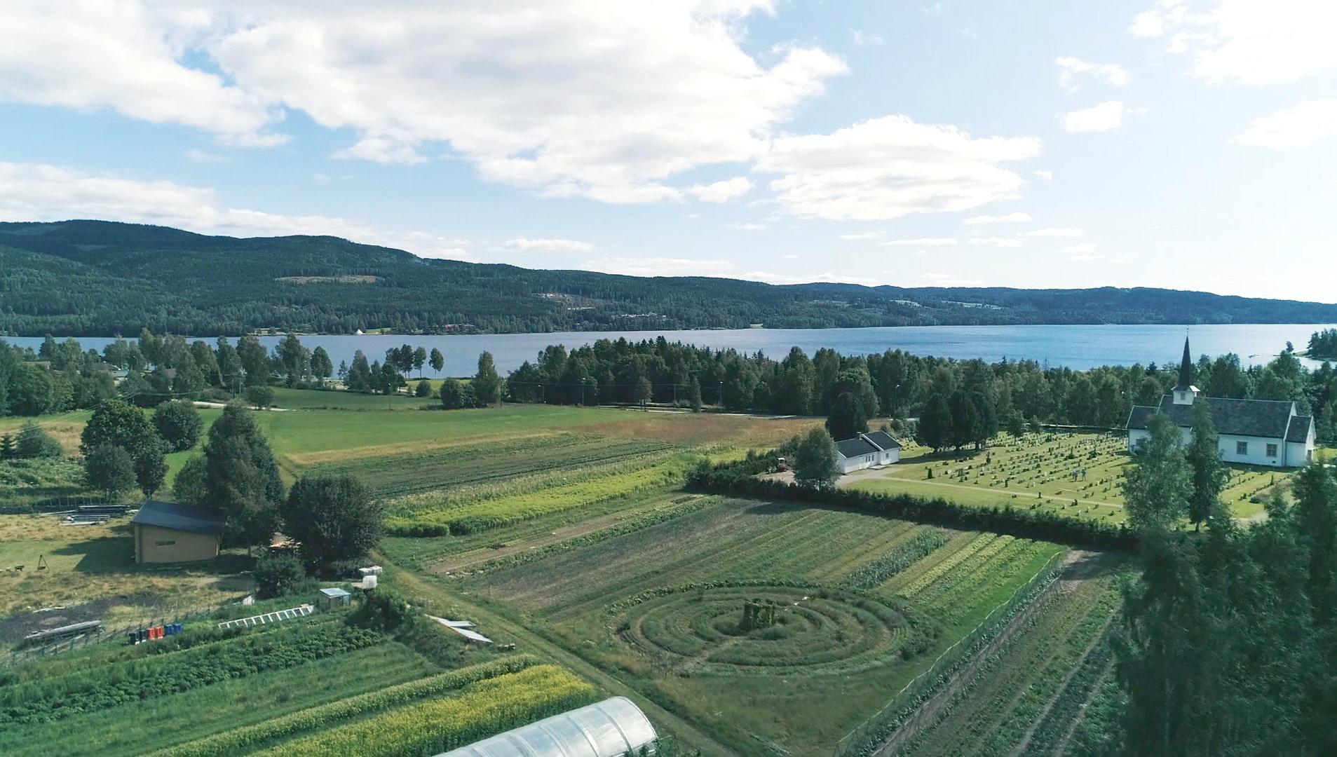 bilde gården drone 300 dpi.jpg