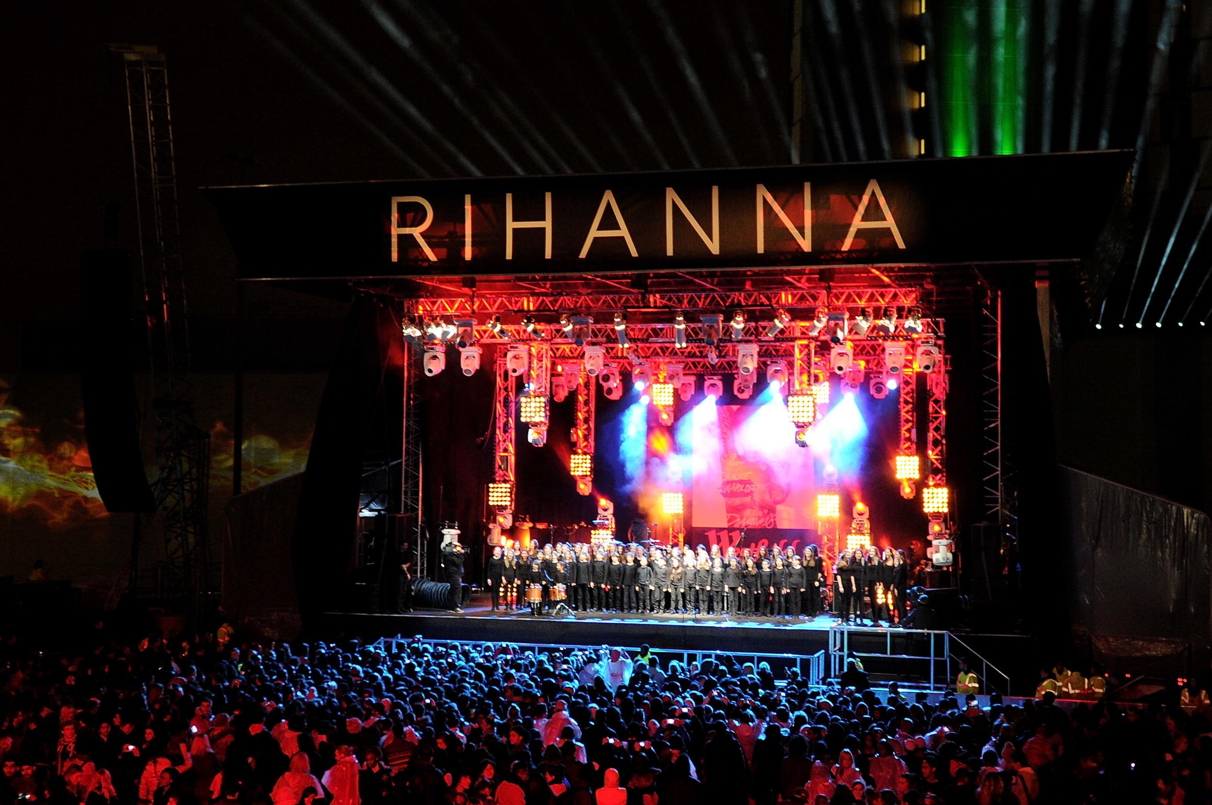 8. RihannaRed.jpg