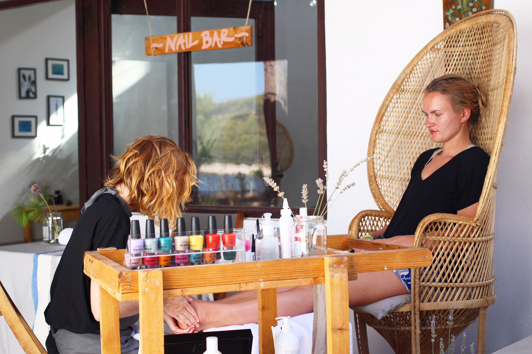 Outside pedicures at The Zen Den. Photography by Brenna Duncan @brensd