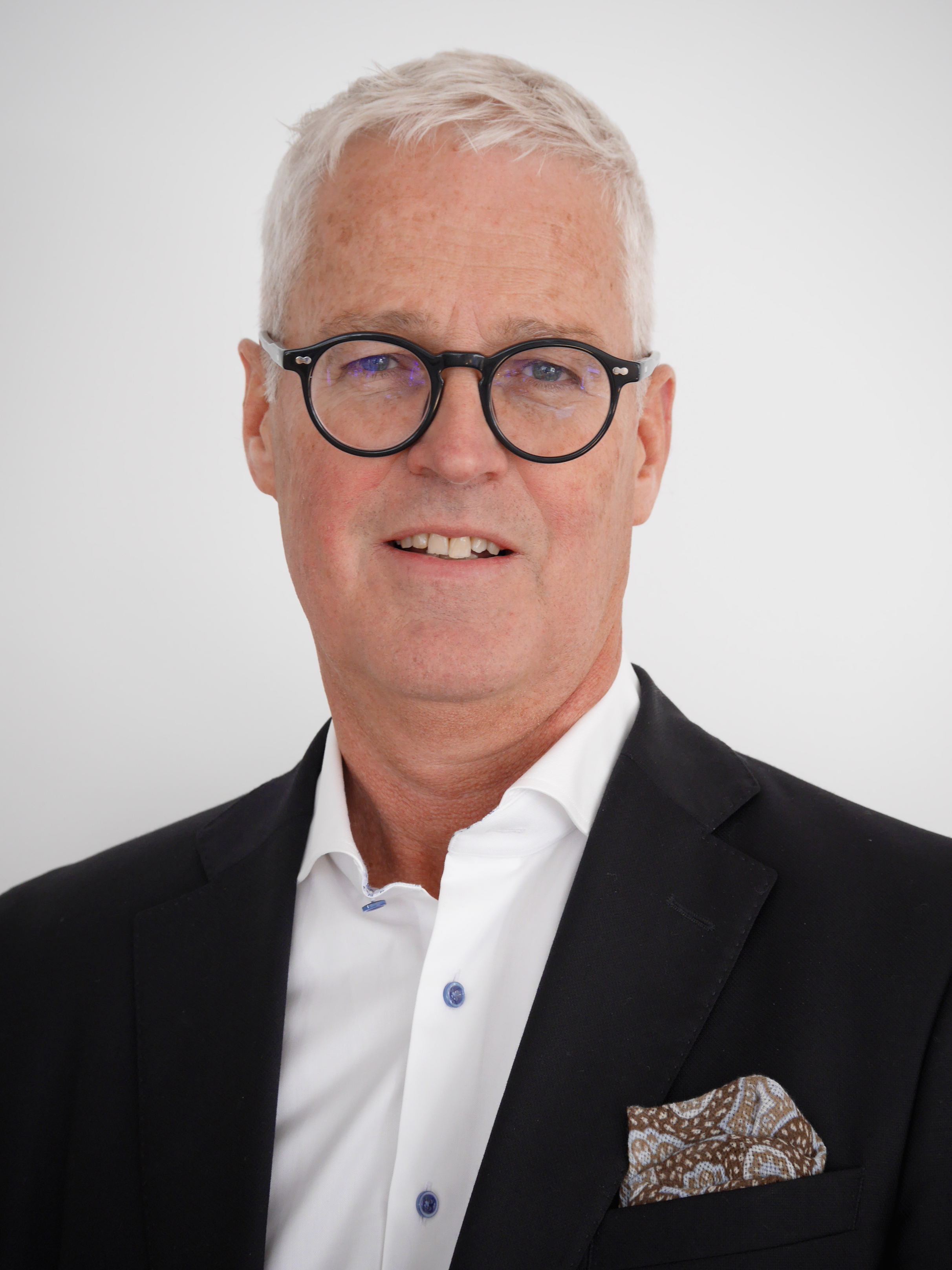 Lars Carlsson - • General Manager Automotive Audio at Dirac• More than 25 years of experience in NVH, simulations and testing in different leadership positions, including several years of sales of software and advanced test equipment
