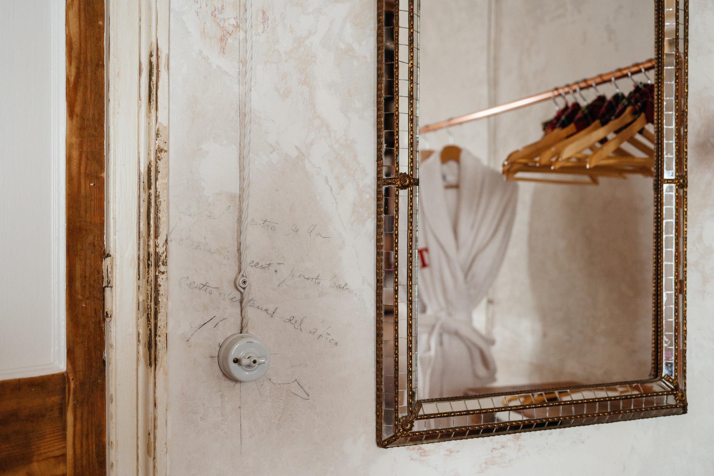 """""""La materia ni se crea ni se destruye, solo se transforma."""" - — Antoine Lavoisier"""