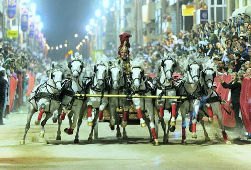 Lorca chariot races 7 horses.jpg