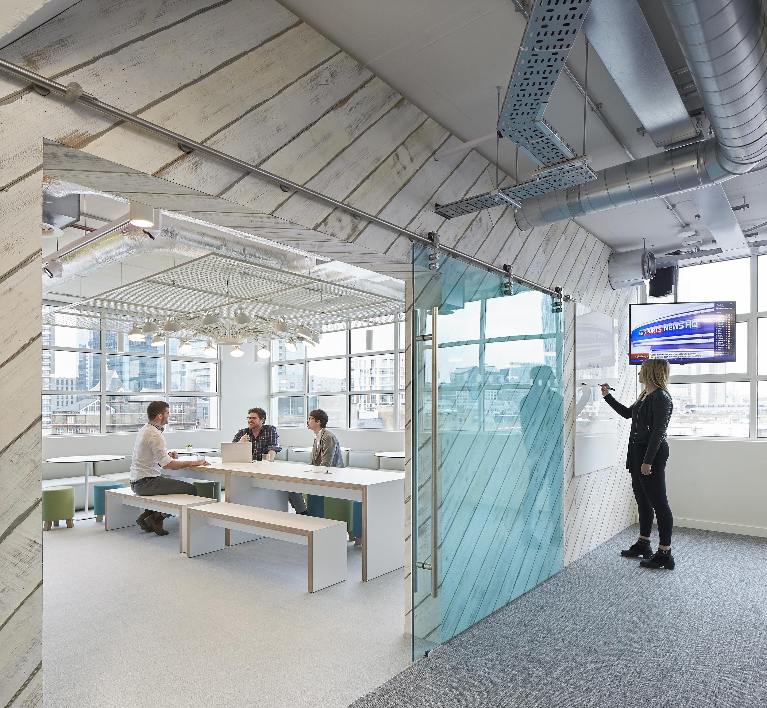 HLW_SKY offices_Brick Lane_-®Hufton+Crow_004.jpg