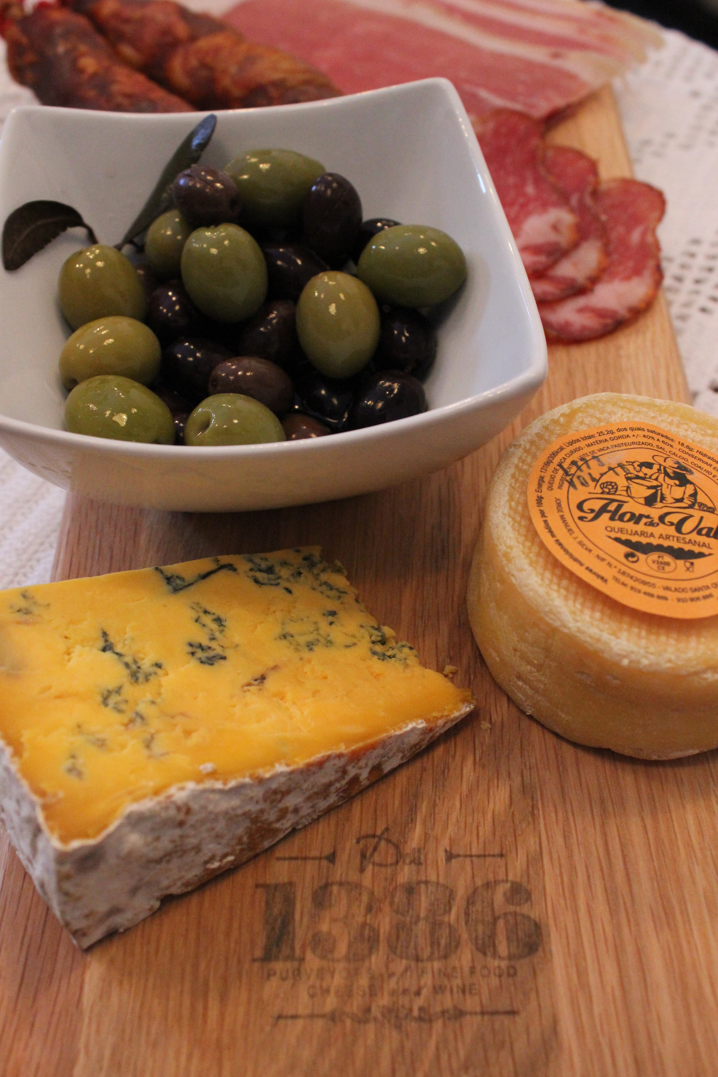 Fresh Olives, Cheeses & Meats