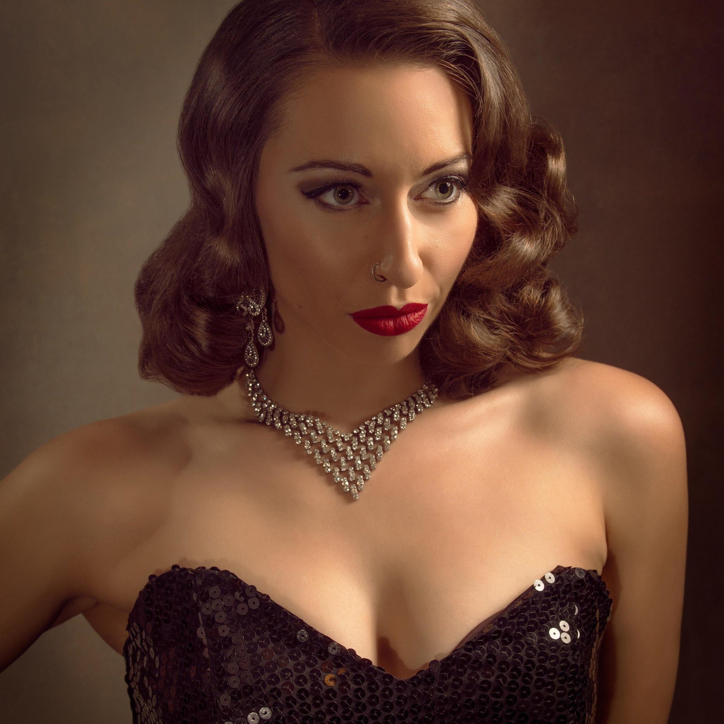 Miss Randi Lee - Burlesque Dancer
